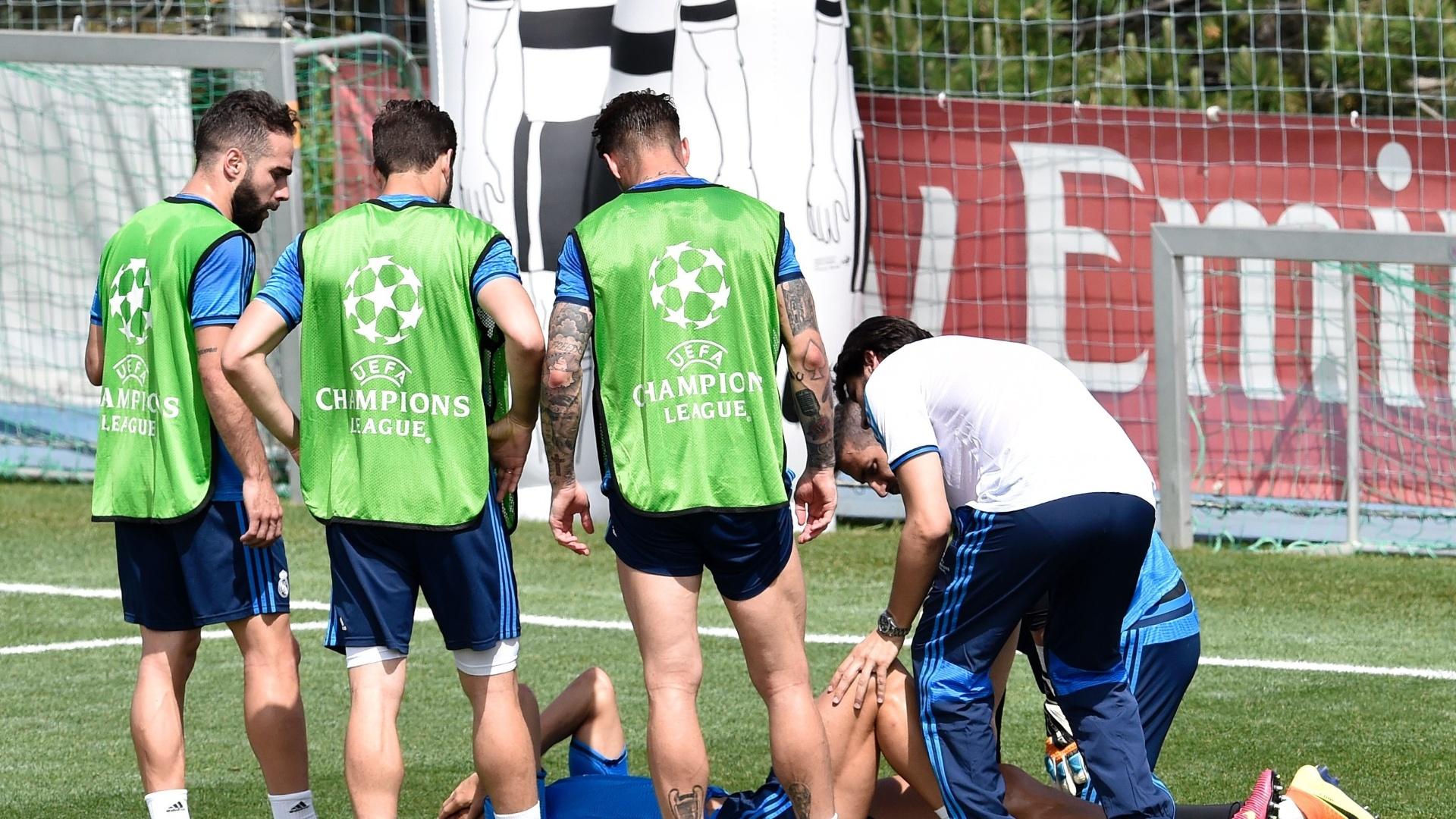 Cristiano Ronaldo sente dores após pancada em treino do Real Madrid para a final da Liga dos Campeões da Europa