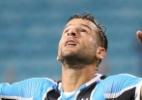 Bobô sente lesão e aumenta problemas no ataque do Grêmio para pegar o Galo