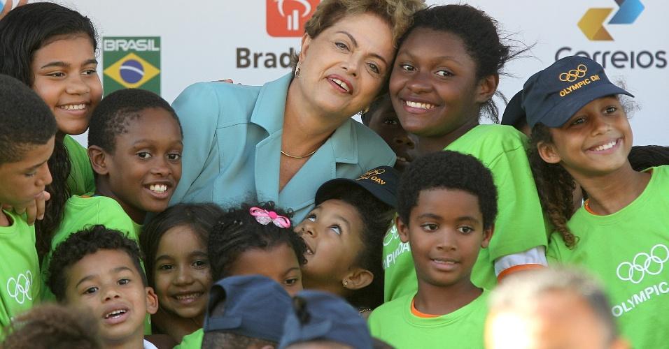 23.jun.2015 - A presidente Dilma Rousseff participou nesta terça-feira de evento no Rio de Janeiro em que foi comemorado o Dia Olímpico e apresentado o mascote que representará o Brasil na Olimpíada de 2016, o Ginga