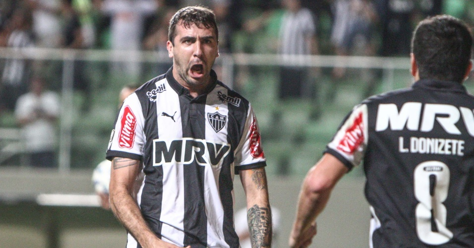 Lucas Pratto comemora gol marcado pelo Atlético-MG contra o Palmeiras, no Independência