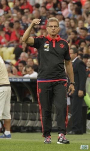 Oswaldo de Oliveira comanda o Flamengo na estreia com vitória por 2 a 1 sobre o São Paulo