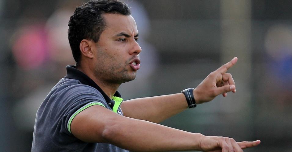 Jair Ventura orienta em jogo do Botafogo contra Grêmio
