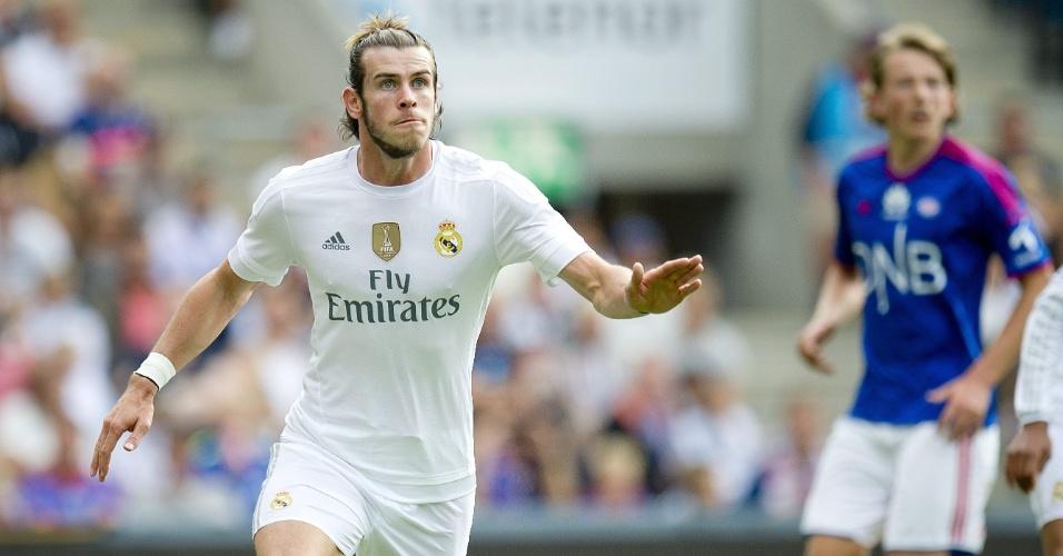 Gareth Bale, do Real Madrid, observa a bola durante amistoso contra o Valerenga, disputado em Oslo, na Noruega