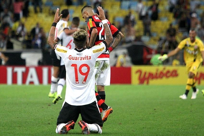 Everton Silva comemora gol do Vasco sobre o Flamengo em clássico pela Copa do Brasil