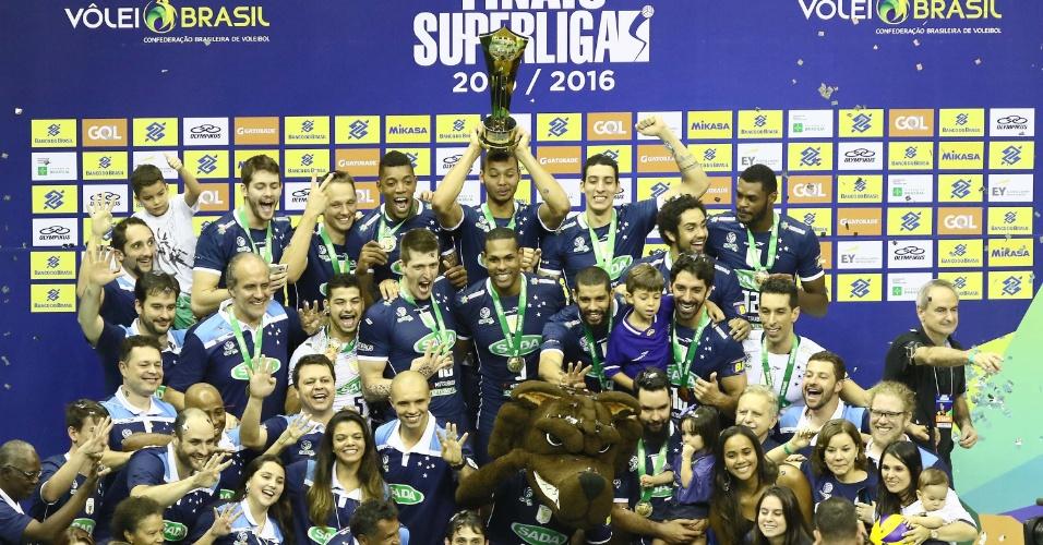 Assim como o Rexona no feminino, Sada faturou a Copa Brasil e a Superliga