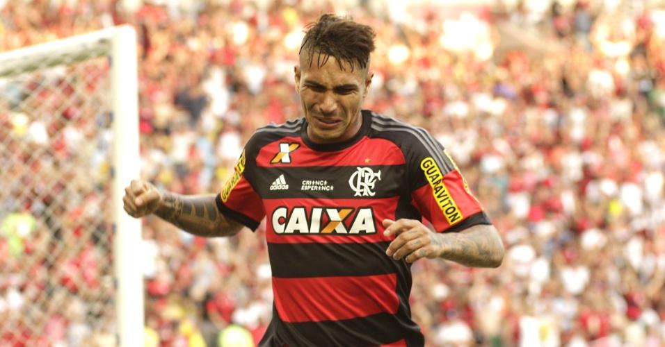 Guerrero não esconde a emoção ao marcar o gol da vitória do Flamengo sobre o São Paulo