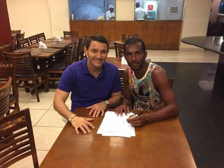 Richarlyson assina contrato com o Grêmio Novorizontino