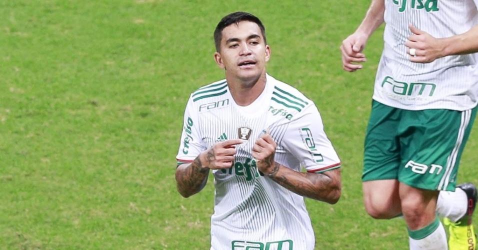Dudu comemora gol do Palmeiras contra o Santa Cruz