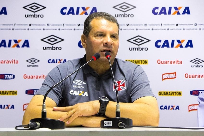 Celso Roth foi apresentado nesta terça-feira (23/06) como novo técnico do Vasco