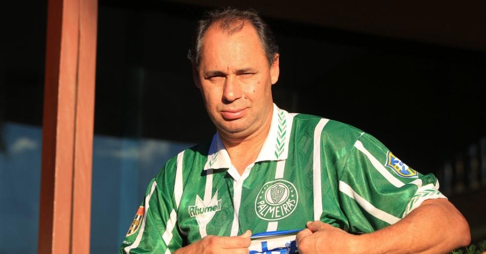 Evair exibe a camisa do Palmeiras na comemoração dos 20 anos do título Paulista de 1993