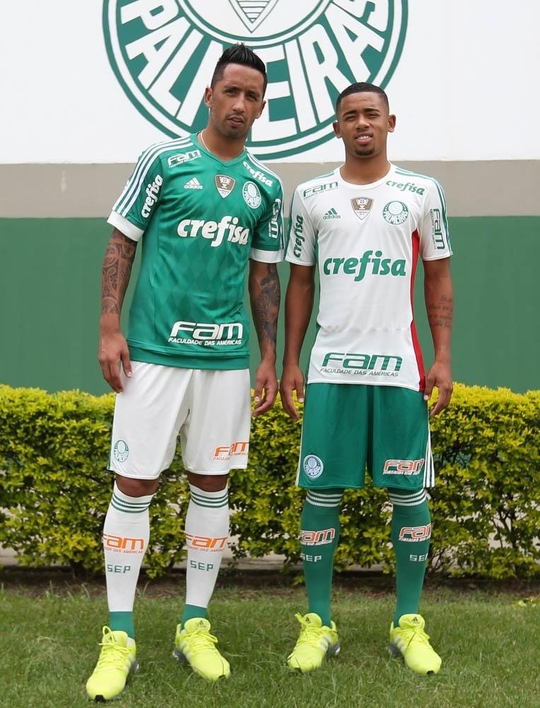 Barrios e Gabriel Jesus apresentam novo uniforme do Palmeiras