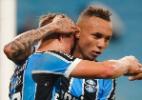 Grêmio domina Coritiba, faz 2 a 0 e assume liderança do Brasileirão