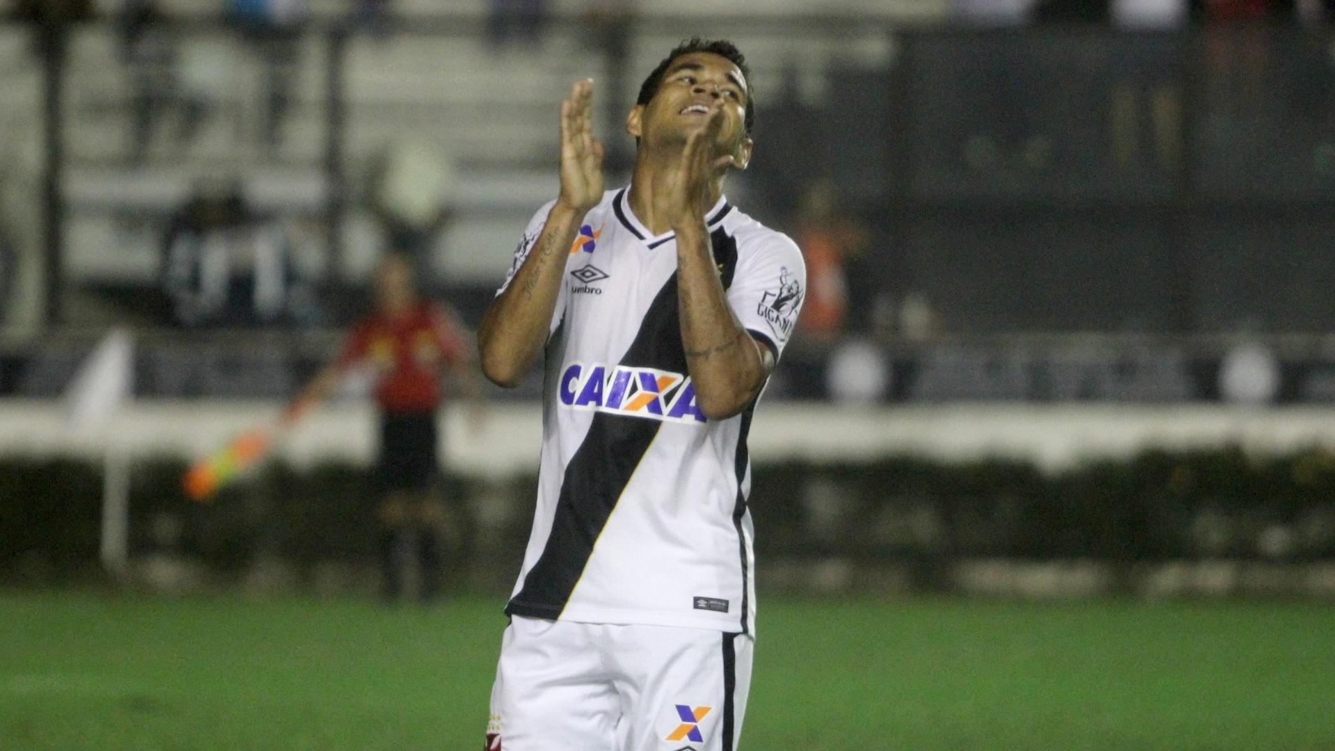 Éderson comemora gol do Vasco contra o Criciúma pela Série B