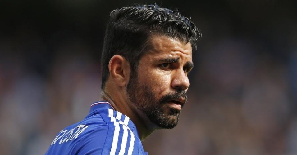Diego Costa discutiu com Gabriel Paulista no primeiro tempo de Chelsea e Arsenal. Pior para Gabriel, que foi expulso
