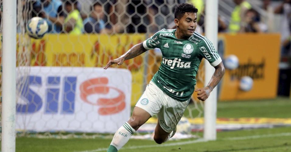 Dudu comemora o primeiro gol do Palmeiras sobre o Santos