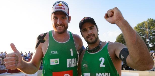 Alison e Bruno Schmidt já estão assegurados na Rio-2016, mas CBV tem até janeiro para definir outra dupla masculina