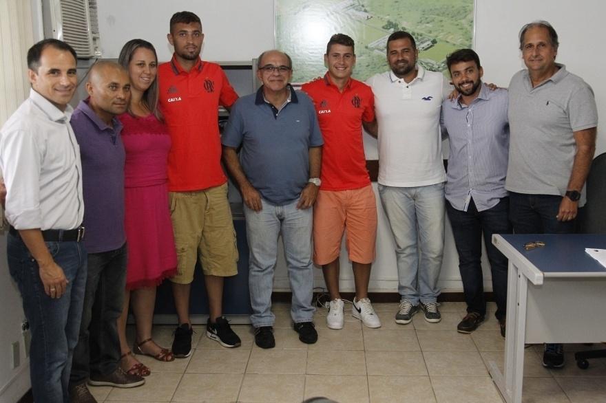 Matheus Sávio e Léo Duarte renovaram contrato com o Flamengo até o final de 2019