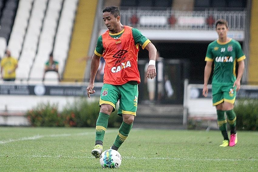 Jorge Henrique participa de treino do Vasco
