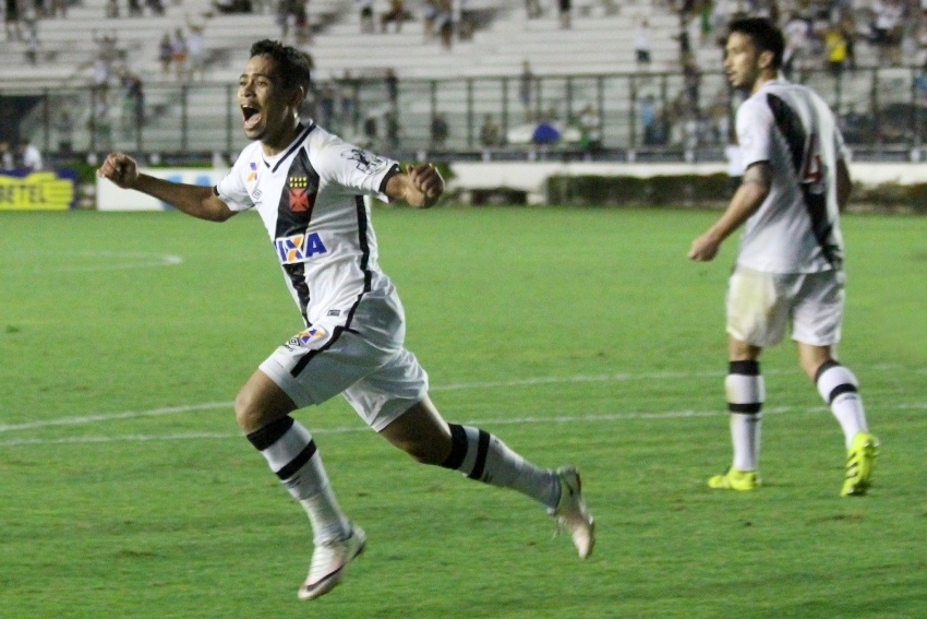 Yago Pikachu comemora gol do Vasco sobre o Oeste