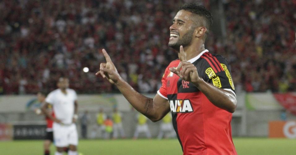 Kayke comemora um dos gols marcados na vitória do Flamengo sobre o Avaí
