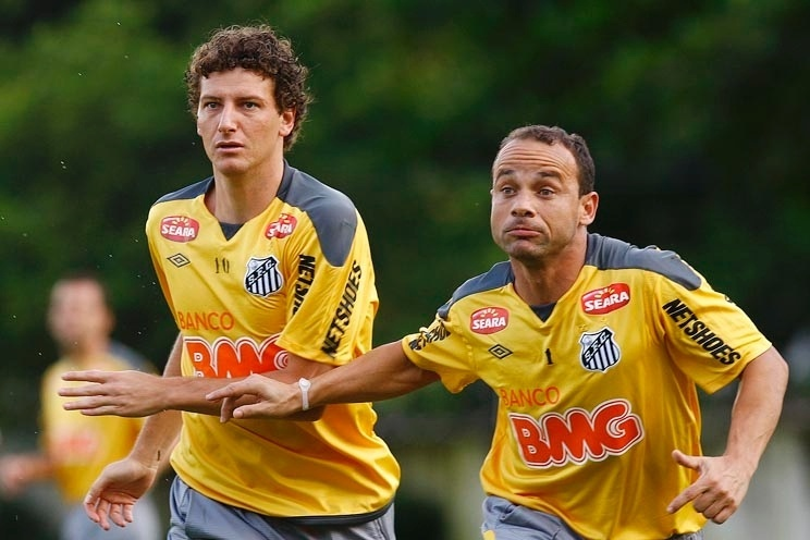 Elano e Léo, ídolos do Santos, planejam