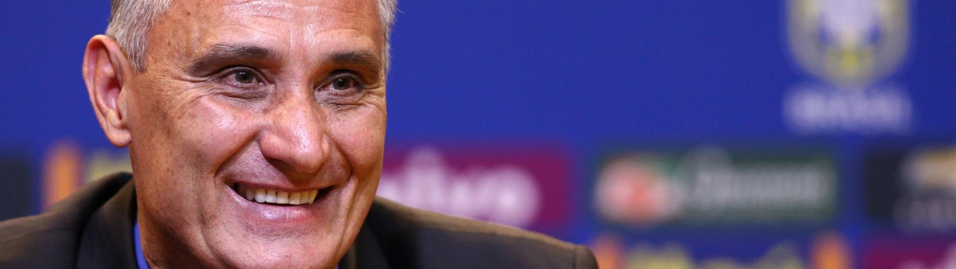 Tite sorri durante entrevista de apresentação na seleção brasileira