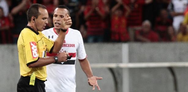 Luis Fabiano foi expulso contra o Sport e suspenso por duas partidas pelo STJD