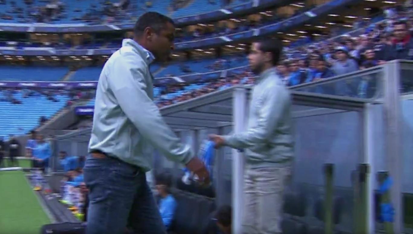 Roger deixa o campo irritado depois de o Grêmio levar a virada para a Chapecoense