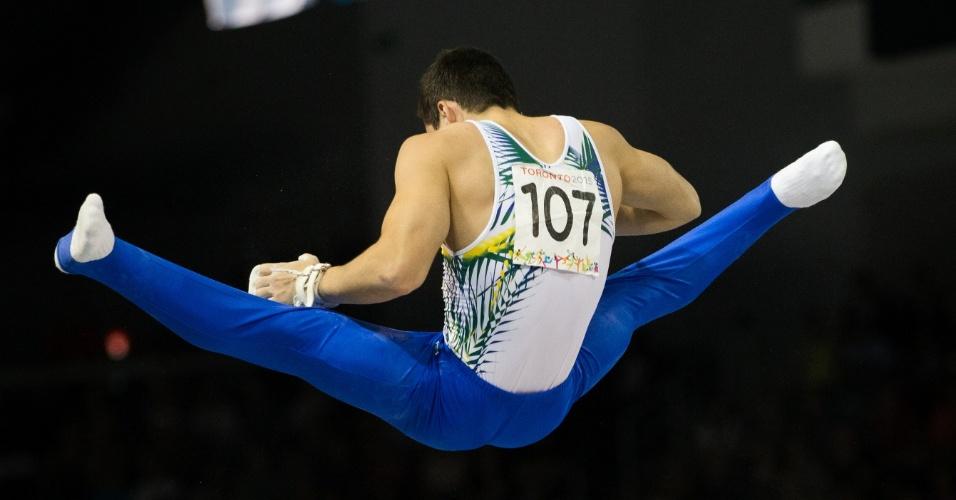 Caio Souza terminou na oitava colocação na final das barras paralelas