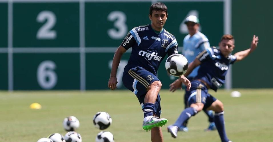 Robinho em ação durante treino do Palmeiras na Academia de Futebol