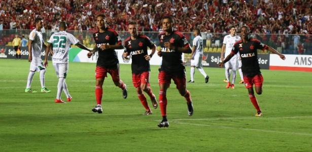 O Flamengo sofreu, mas venceu o América-MG e encaminhou a vaga na Primeira Liga