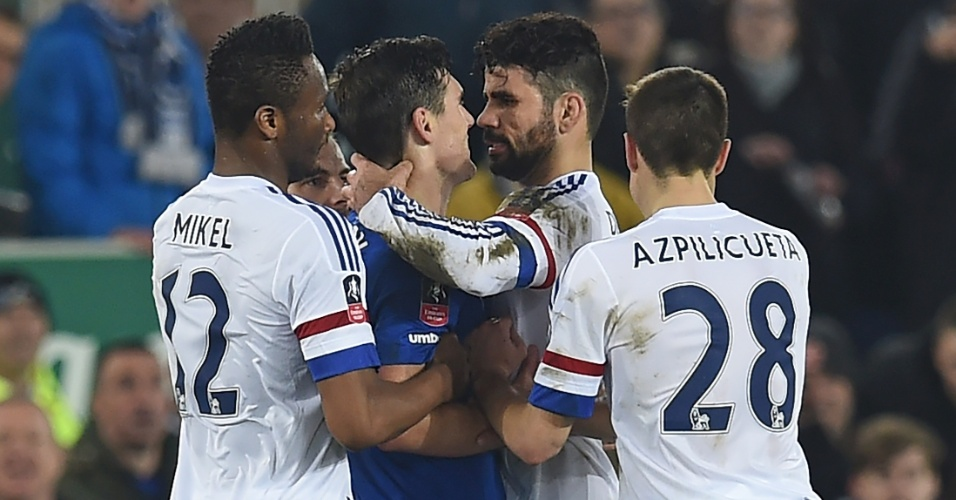 Diego Costa encara Barry em Chelsea e Everton pela Copa da Inglaterra