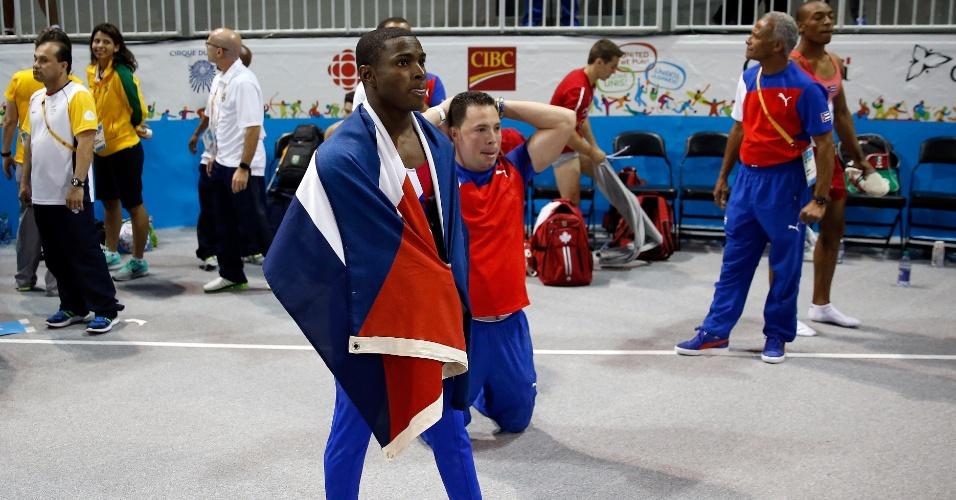 Manrique Larduet e seu treinador lamentam a nota que deixou o cubano na segunda colocação do individual geral