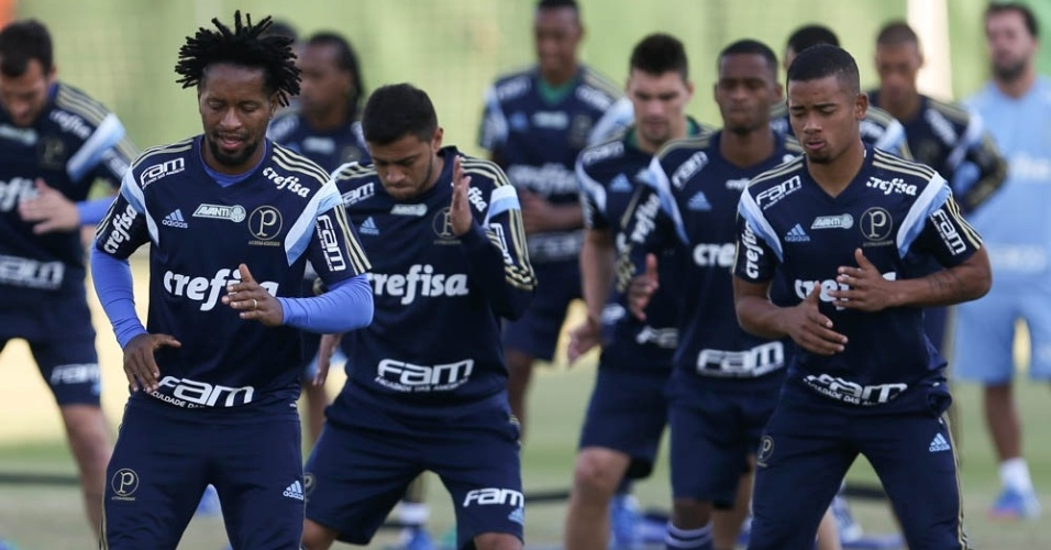 Jogadores do Palmeiras realizam treino físico na Academia de Futebol