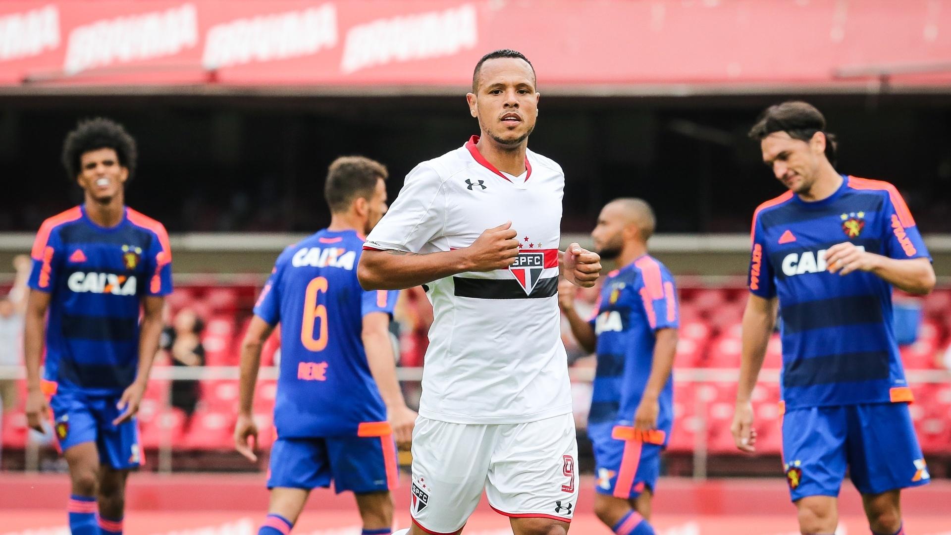 Luis Fabiano celebra gol marcado pelo São Paulo contra o Sport, no Morumbi, em jogo da 33ª rodada do Brasileirão