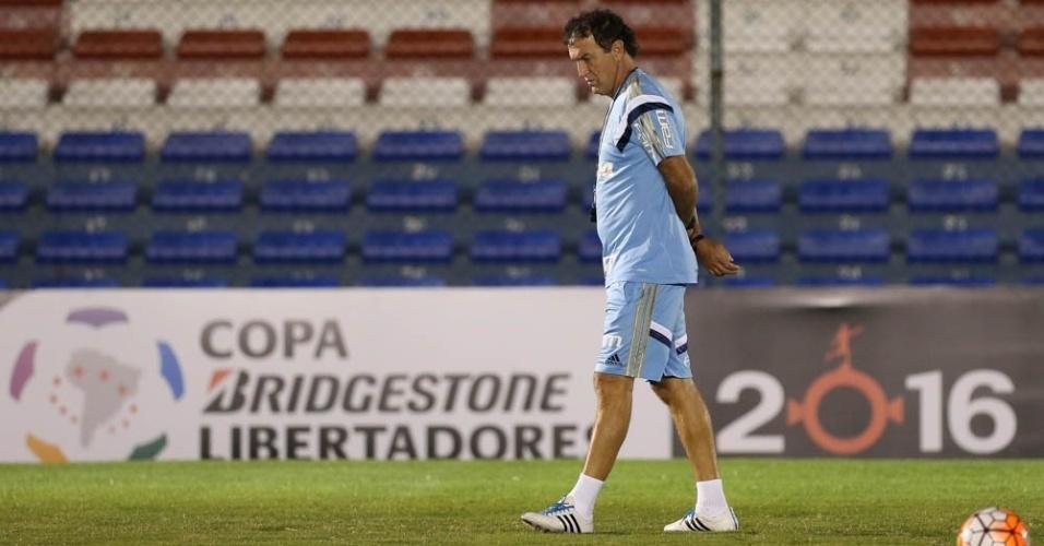 Cuca em ação no treino do Palmeiras em Montevidéu