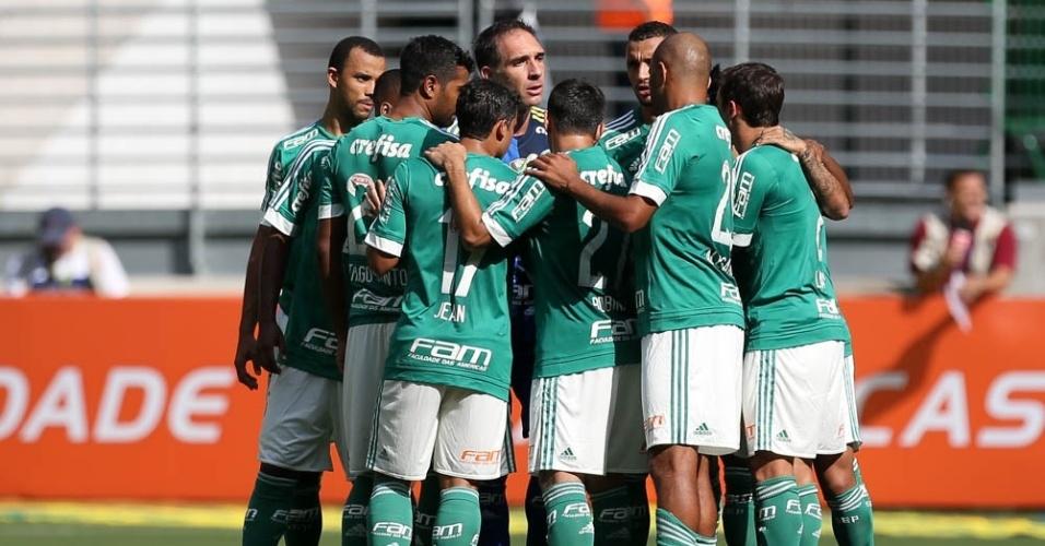 Jogadores do Palmeiras se reúnem antes do clássico com o Santos