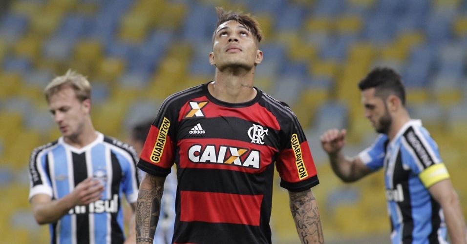Paolo Guerrero estreou pelo Flamengo no Maracanã com gol e vitória sobre o Grêmio