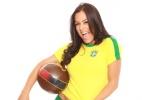 Paraguaia Larissa Riquelme minimiza falta de Neymar e usa camisa do Brasil