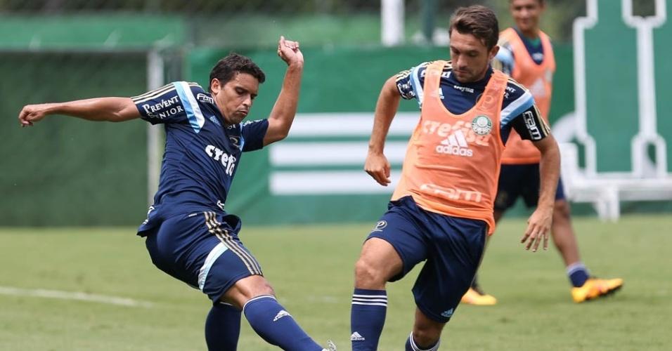 Jean e Allione em ação no treino do Palmeiras, na Academia de Futebol