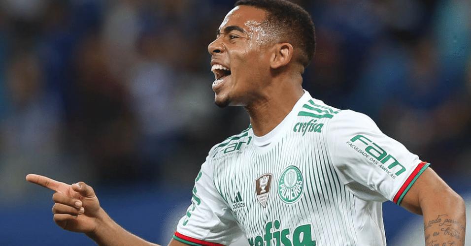 Gabriel Jesus comemora gol marcado contra o Cruzeiro