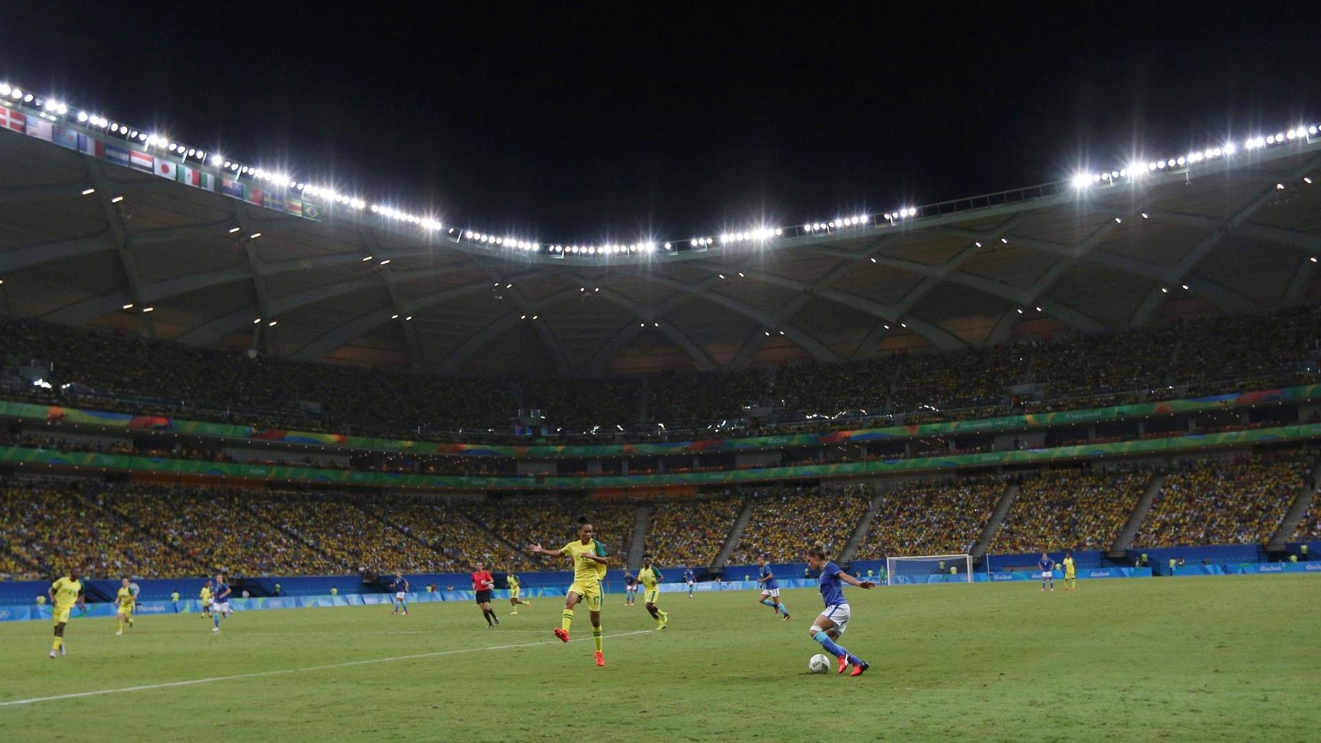 Torcida lota Arena da Amazônia e vibra com a seleção feminina de futebol