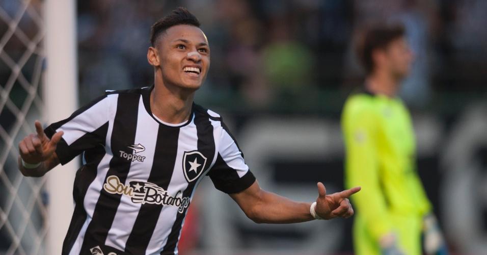 Neilton comemora gol marcado pelo Botafogo no clássico com o Fluminense