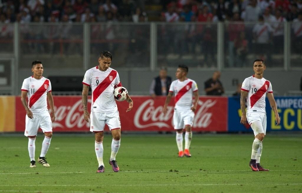 Guerrero, Cuevo e companhia lamentam segundo gol do Brasil contra o Peru