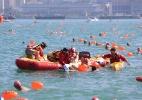 Nadador morre afogado durante travessia do porto de Hong Kong