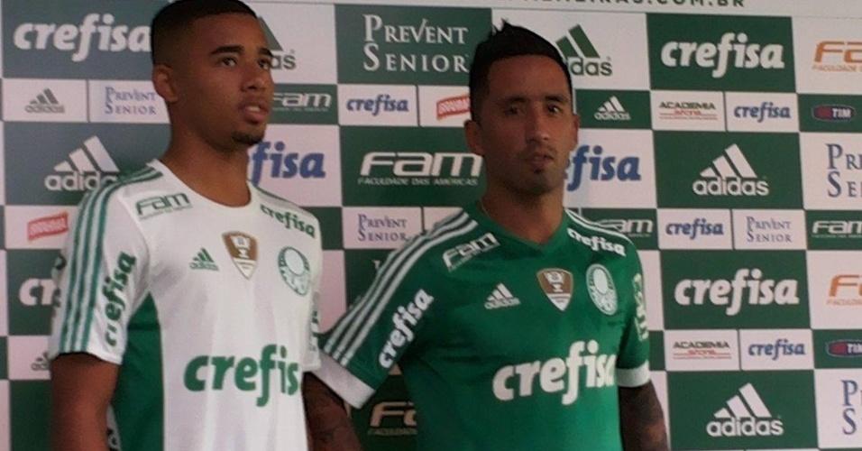 Lucas Barrios e Gabriel Jesus foram escolhidos para apresentar o novo uniforme do Palmeiras