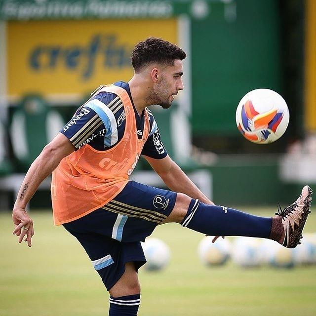 Gabriel treinou ao lado de Arouca nesta segunda-feira (08) no CT do Palmeiras