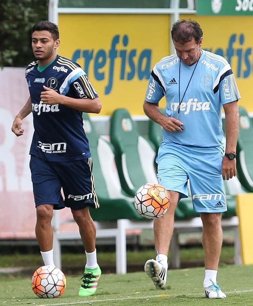 Cleiton Xavier e Cuca lado a lado no primeiro dia do técnico no comando do Palmeiras