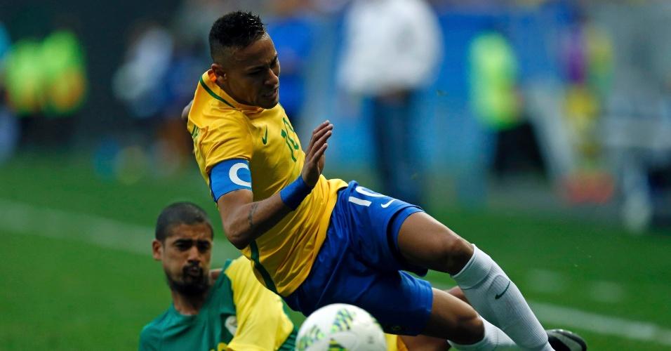 Neymar sofre entrada dura na estreia da seleção brasileira pela Olimpíada