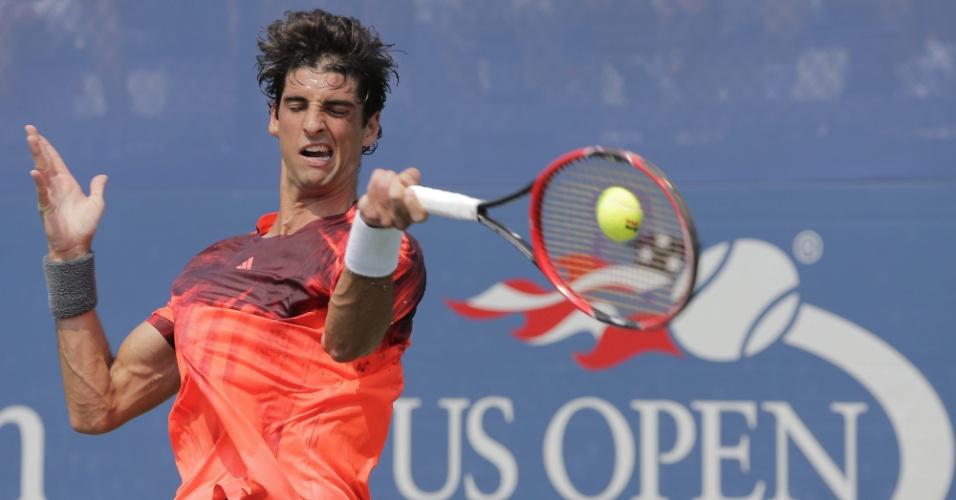 Thomaz Bellucci devolve bola em partida contra Yoshihito Nishioka pela 2ª rodada do US Open
